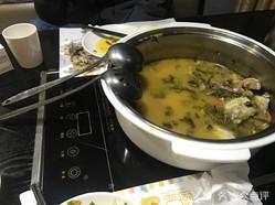 严厨老坛酸菜鱼时尚餐厅的图片